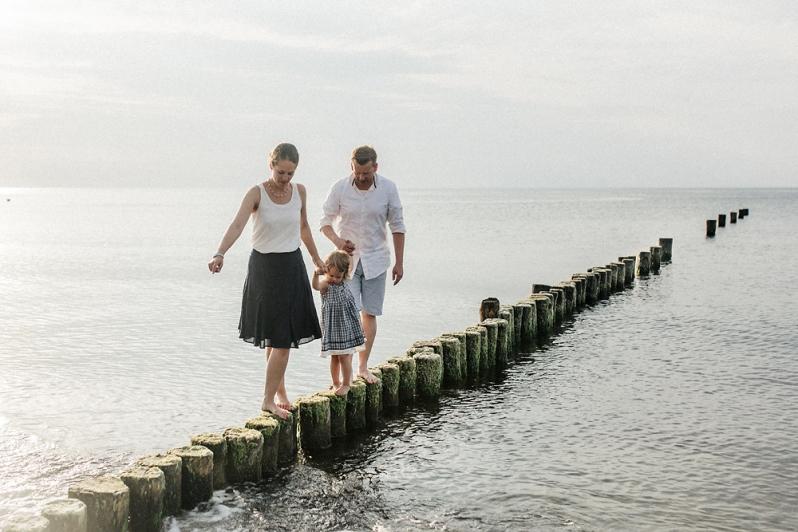 familienfoto, familienshooting, Ostsee, Strand, Torfbrücke