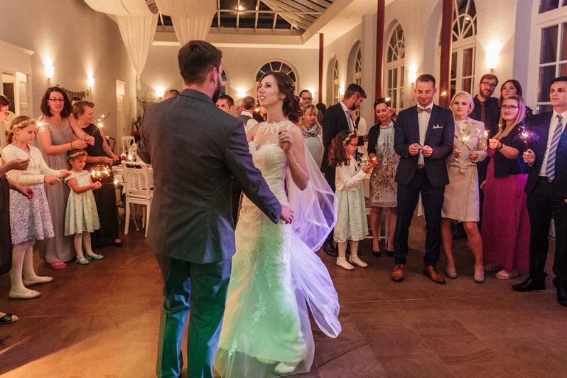 Hochzeit, FeHochzeit, Feier, Eröffnungstanz, Brautpaarier