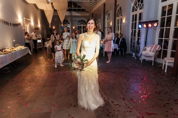 Hochzeit, Brautstrauss werfen