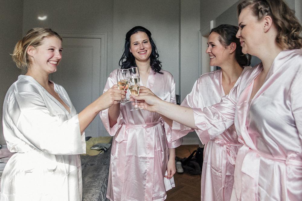 Braut Sauer Babybauch Der Brautjungfer Zu Prasent Glamour
