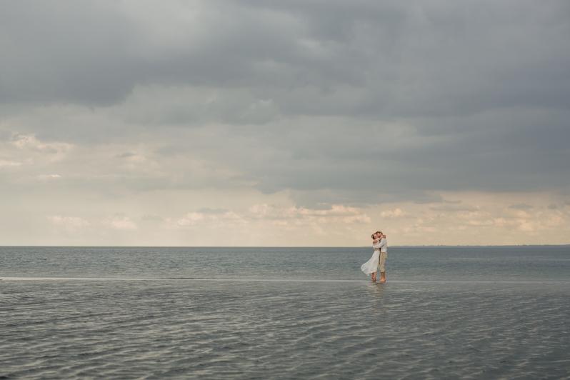 Strandhochzeit, heiraten in MV, Brautpaar an der Ostsee, Hochzeitsfotograf Rostock, Hochzeitsfotos